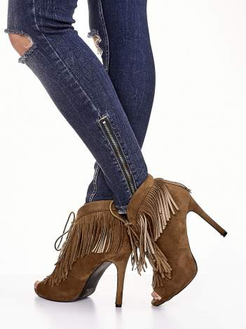 Camelowe sznurowane botki open toe z frędzlami