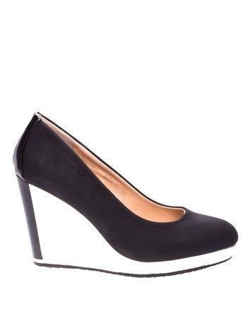 Czarne buty na kontrastowej koturnie