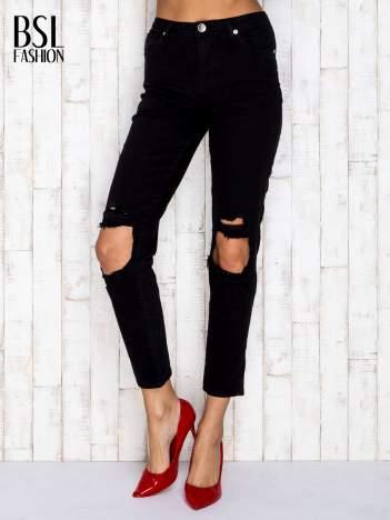 Czarne dopasowane spodnie z dziurami