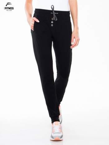 Czarne spodnie dresowe typu baggy z guzikami