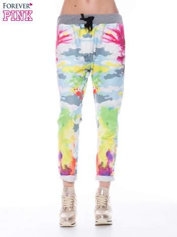 Kolorowe spodnie dresowe w maziaje