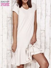 Beżowa sukienka dresowa z ozdobną falbaną