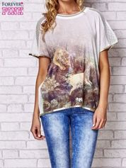 Biały t-shirt z grafiką animal print i siateczkowym tyłem