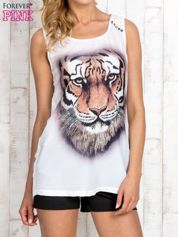 Biały top z nadrukiem tygrysa i skórzaną wstawką