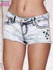Błękitne szorty jeansowe z efektem acid wash