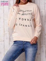 Brzoskwiniowa bluza z napisem