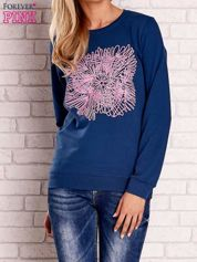Ciemnoniebieska bluza z kolorowym nadrukiem