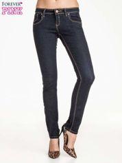 Ciemnoniebieskie klasyczne spodnie jeansowe rurki