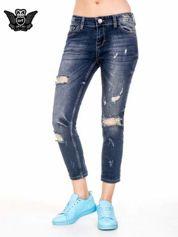 Ciemnoniebieskie spodnie jeansowe rurki z dużymi dziurami