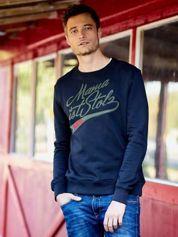 Czarna bluza męska z tekstowymi naszywkami