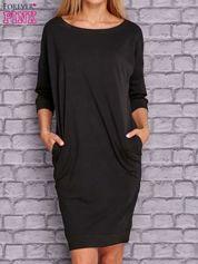 Czarna sukienka oversize ze ściągaczem