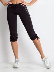 Czarne spodnie dresowe capri z boczną kieszonką