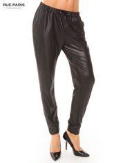 Rue Paris Czarne spodnie dresowe ze zwężanymi nogawkami z efektem połysku