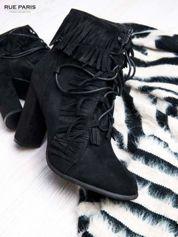 Czarne sznurowane botki z frędzelkami