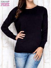 Czarny sweter z okrągłym dekoltem
