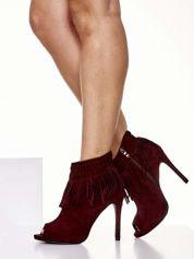 Czerwone botki open toe z frędzlami w stylu boho