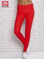 Czerwone spodnie ze złotymi napami