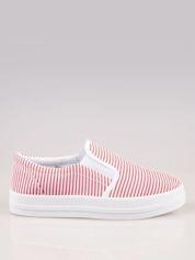 Czerwono-białe buty slip on w paski na grubej podeszwie