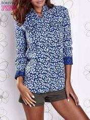 Granatowa koszula w panterkę z podwijanymi rękawami
