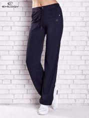 Granatowe spodnie dresowe z aplikacjami z błyszczących dżetów