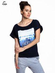 Granatowy t-shirt z napisem MIND OVER BODY