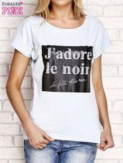 Jasnoniebieski t-shirt z napisem J'ADORE LE NOIR