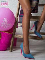 Jeansowe szpilki na różowym obcasie
