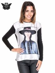 Koszula z satynowym przodem i nadrukiem kobiety w kapeluszu