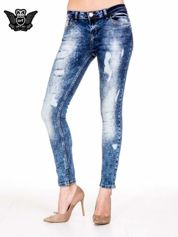 Niebieskie spodnie skinny jeans z rozdarciami i modelującym rozjaśnieniem