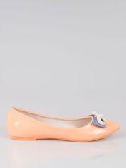 Pastelowopomarańczowe lakierowane baleriny z kokardką z denimu