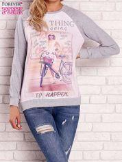 Szara bluza z nadrukiem dziewczyny i napisem