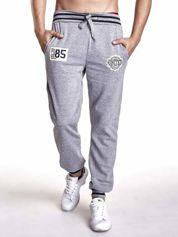 Szare dresowe spodnie męskie z naszywkami i kieszeniami