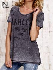 Szary t-shirt z napisem HARLEM efekt acid wash