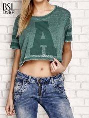 Zielony t-shirt acid wash z literą A