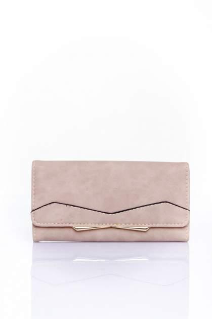 Beżowy zamszowy portfel z geometrycznym motywem