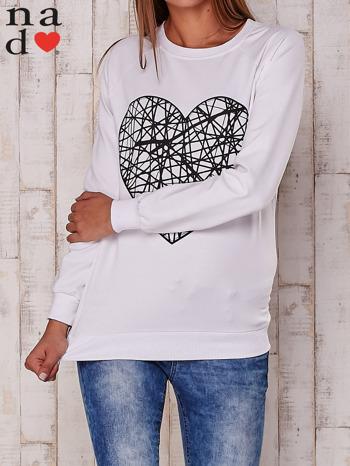Biała bluza z nadrukiem serca
