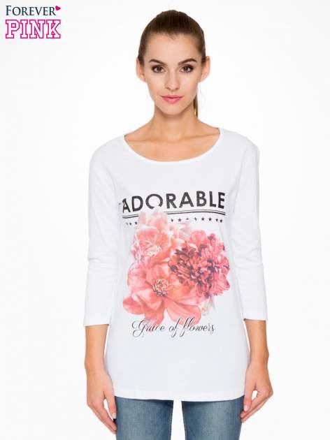 Biała bluzka z motywem kwiatowym i napisem ADORABLE