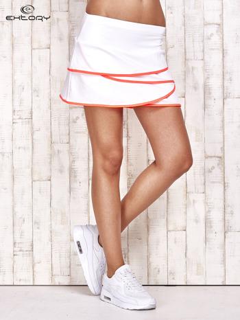 Biało-koralowe spodenki spódniczka tenisowa z falbankami