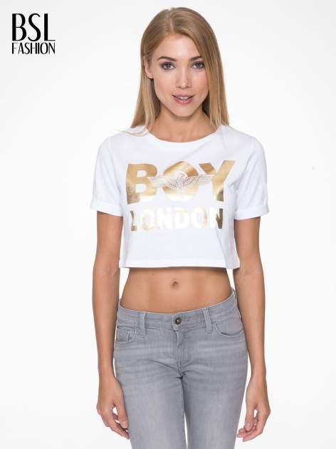 Biały krótki t-shirt przed pępek z napisem BOY LONDON