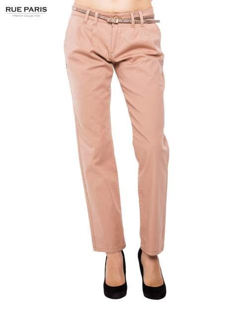 Ciemnobeżowe spodnie z paskiem z lakierowanej skóry