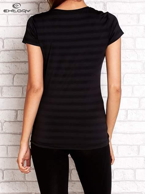 Ciemnoszary damski t-shirt sportowy w paski