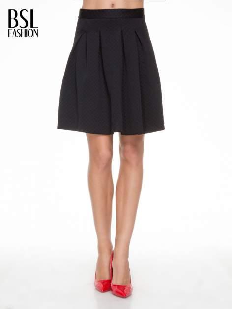 Czarna pikowana spódnica z kontrafałdami