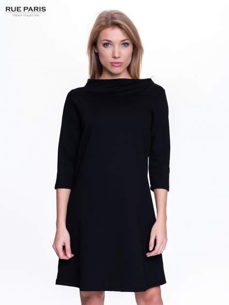 Czarna sukienka retro z półgolfem