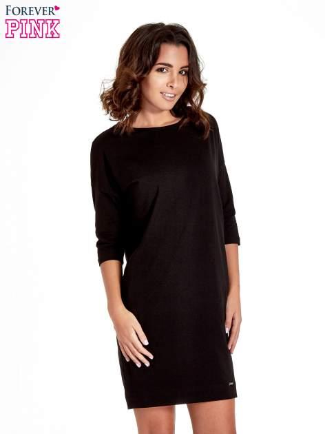 Czarna sukienka z rękawem za łokieć