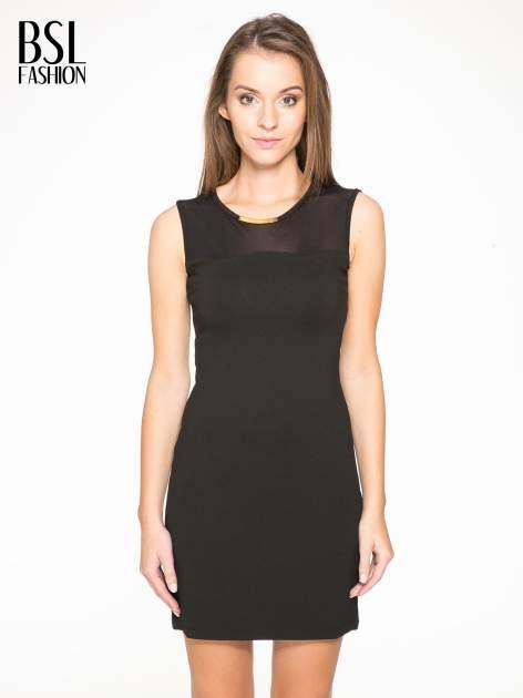 Czarna sukienka z siateczkowymi wstawkami na dekolcie i plecach