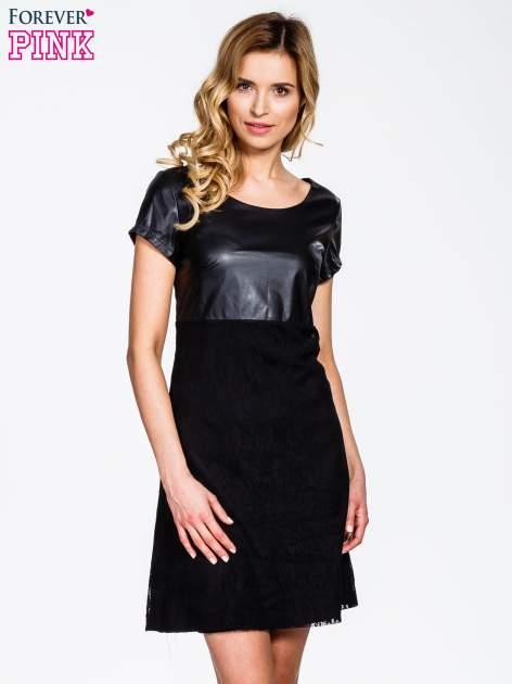 Czarna sukienka ze skórzanym i koronkowym wykończeniem
