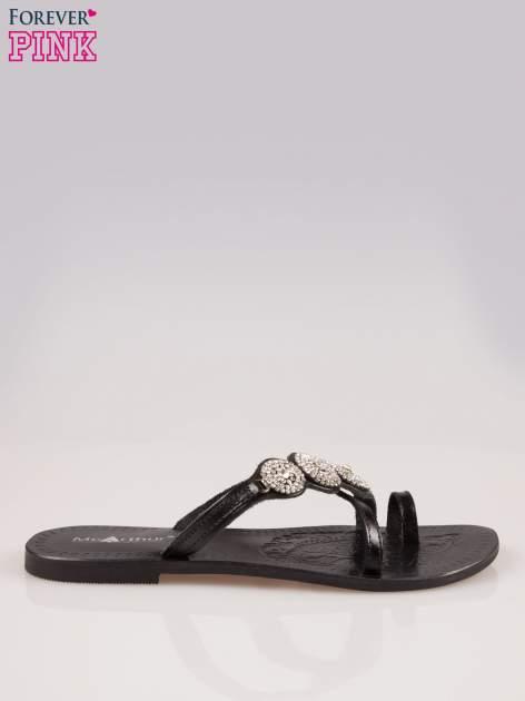 Czarne skórzane klapki typu japonki z ozdobami z cyrkonii