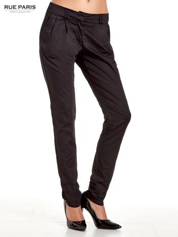 Czarne spodnie cygaretki z zakładkami