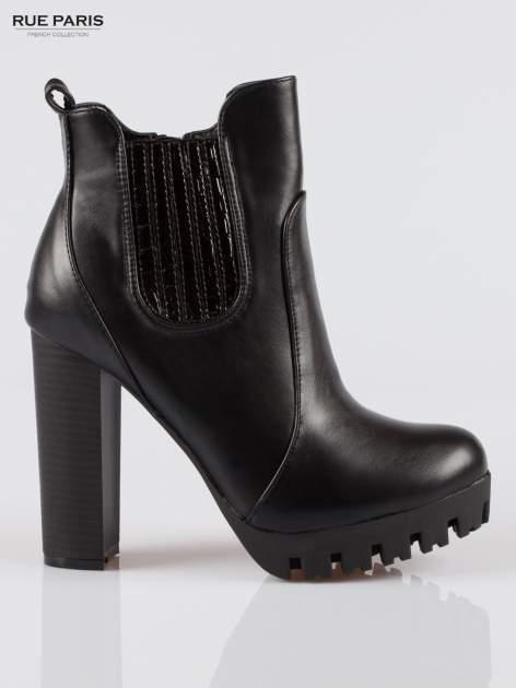 Czarne wysokie botki na platformie stylizowane na sztyblety