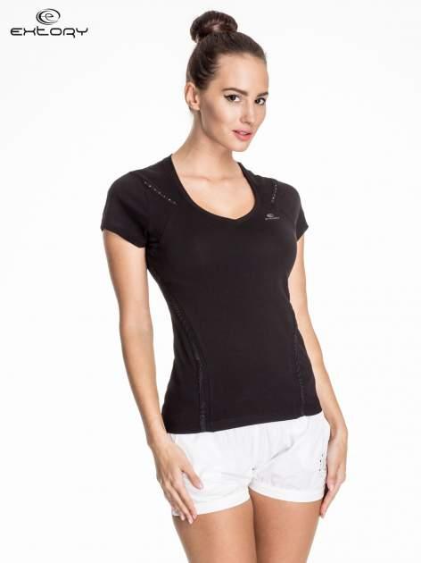 Czarny damski t-shirt sportowy ze wzorzystymi wstawkami